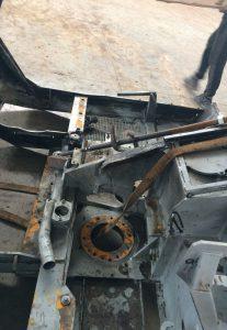 Произвели ремонт рамы экскаватора MENZI MUCK: заменили и покрасили несущую часть рамы, усилили ребрами жесткости место вращения стрелы.
